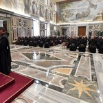 Watykan. Franciszek do karmelitów bosych: Światowość w Kościele gorsza niż czasy papieży z konkubinami