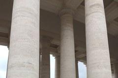 Watykan na dobę przed kanonizacją. Kolejka wiernych do Bazylki Św. Piotra