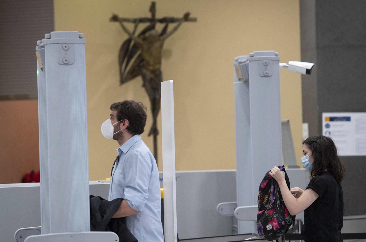 Watykan: Niezaszczepieni przeciwko Covid-19 stracą pracę?