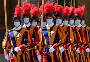 Watykan: Trzech gwardzistów odmówiło szczepienia