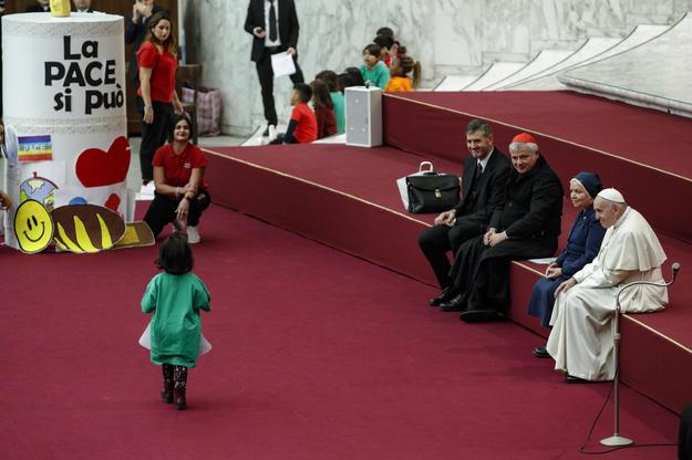 Watykan wzywa szefów episkopatów, by spotkali się z ofiarami pedofilii /GIUSEPPE LAMI /PAP/EPA