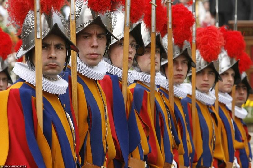 Watykańska Gwardia Szwajcarska należy do elity jednostek reprezentacyjnych /East News