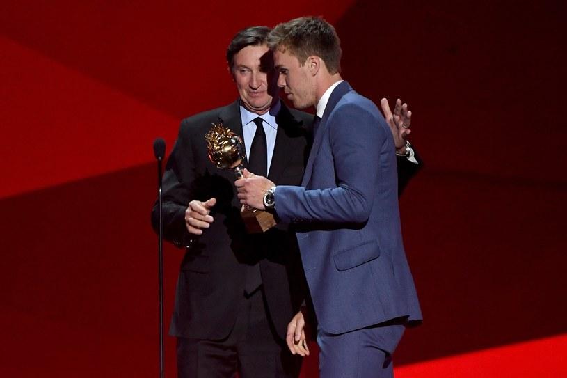Wayne Gretzky (z lewej) i Connor McDavid /AFP