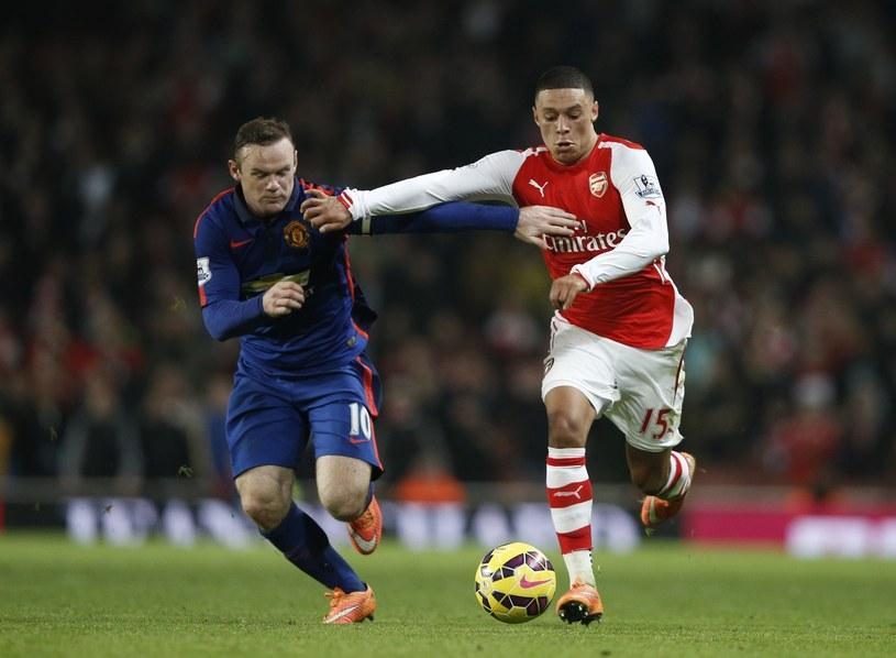 Wayne Rooney kontra Alex Oxlade-Chamberlain /AFP