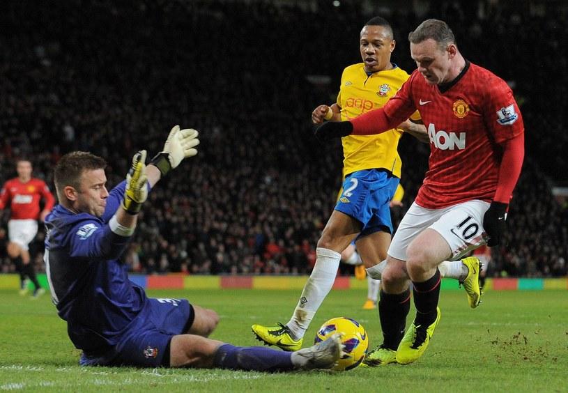 Wayne Rooney kontra Artur Boruc. /AFP