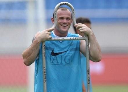 Wayne Rooney ma świetny humor i jest w niezłej formie. Zapowiada 25 goli dla MU w sezonie /AFP