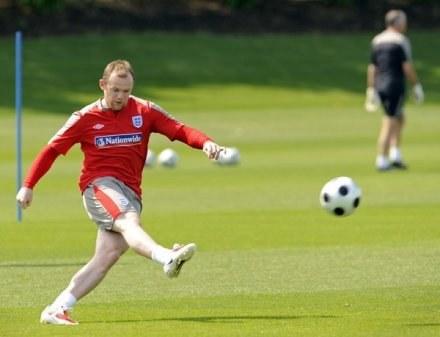 Wayne Rooney najlepiej czuje się w ataku /AFP