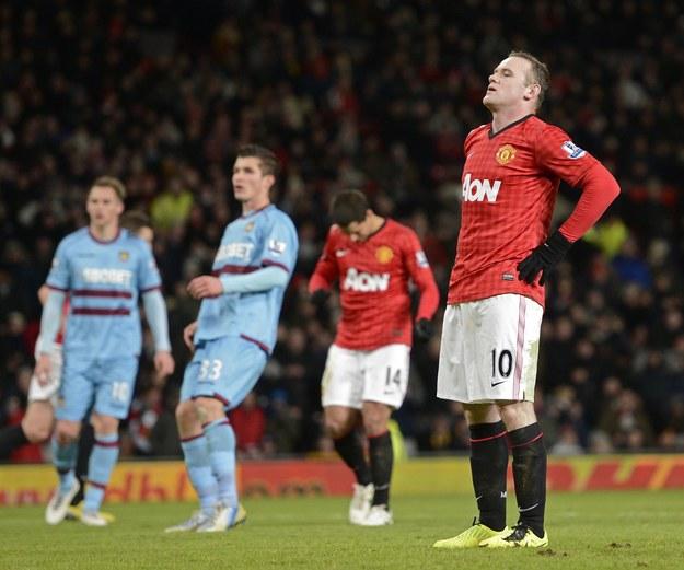 Wayne Rooney rozczarowany po tym, jak zmarnował rzut karny w meczu z West Ham /AFP