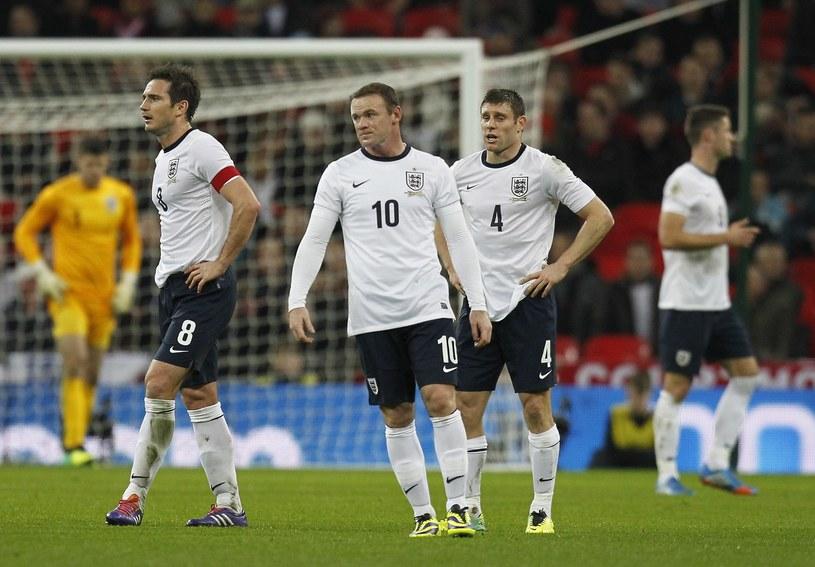 Wayne Rooney (w środku), James Milner (z prawej) i Frank Lampard mogą być niezadowoleni z losowania. /AFP