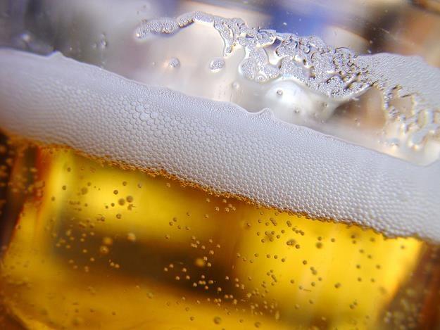 Ważą piwo z oczyszczonych ścieków /© Panthermedia