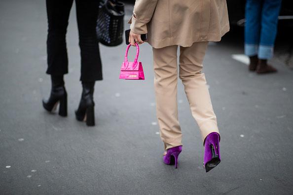 Ważne, aby do spodni dobierać odpowiednie buty. Dopełniają stylizację i nasz look /Getty Images