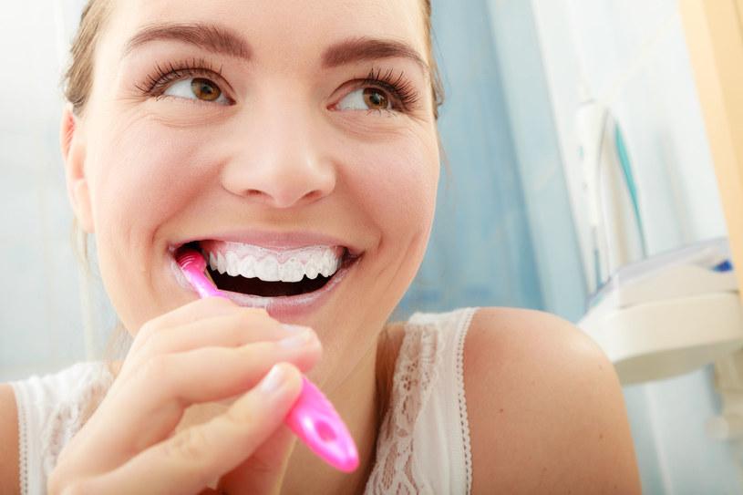 Ważne! Bez odpowiedniej higieny jamy ustnej fluor nie ochroni nas przed próchnicą /123RF/PICSEL