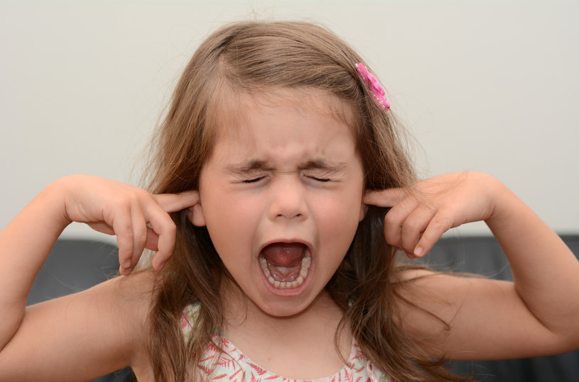 Ważne jest, aby nie uczyć dziecka tłumienia złości /123RF/PICSEL