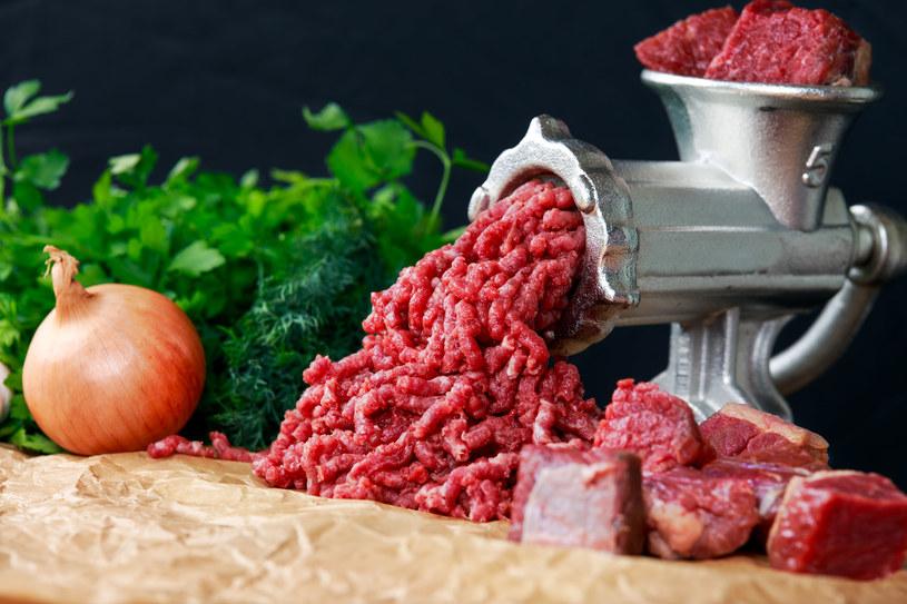 Ważny jest umiar.  Postaraj się nie jeść mięsa każdego dnia /123RF/PICSEL