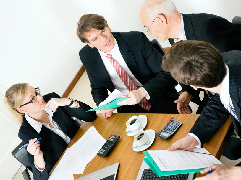 Ważnym kryterium, wpływającym na styl negocjacyjny, jest to, jakie osoby biorą udział w rozmowach  /© Bauer