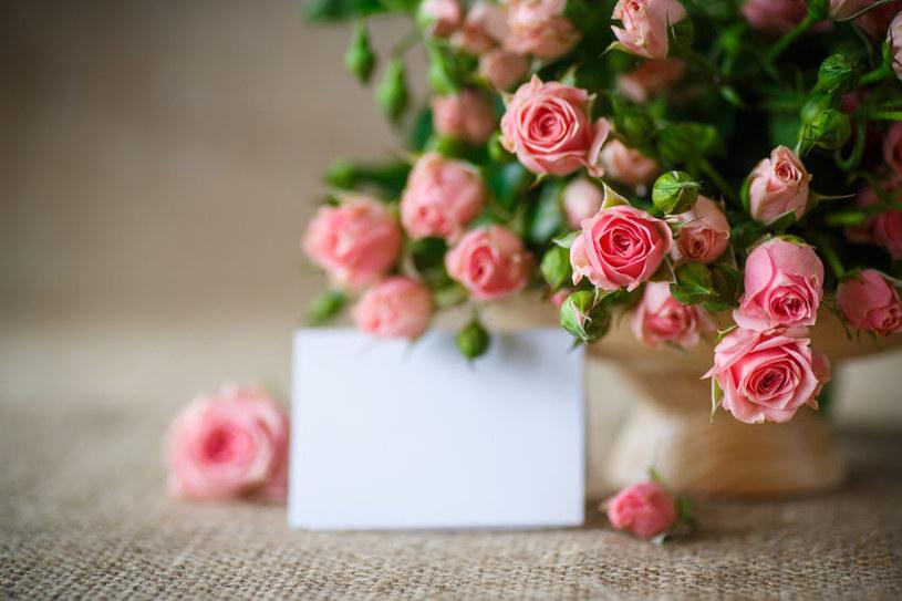 Wazon z kwiatami /©123RF/PICSEL