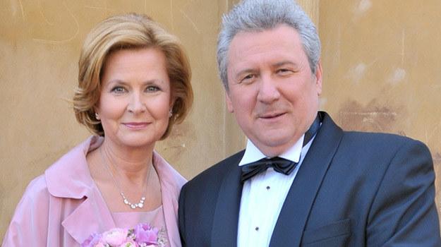 Wbrew plotkom Elżbieta (Barara Bursztynowicz) i Jerzy (Andrzej Grabarczyk) nadal będą małżeństwem /AKPA