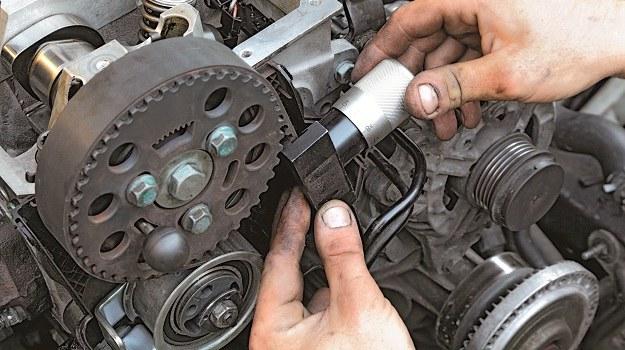 Wbrew pozorom, nie tylko guma paska się starzeje, ale również zużywają się same rolki. /Motor