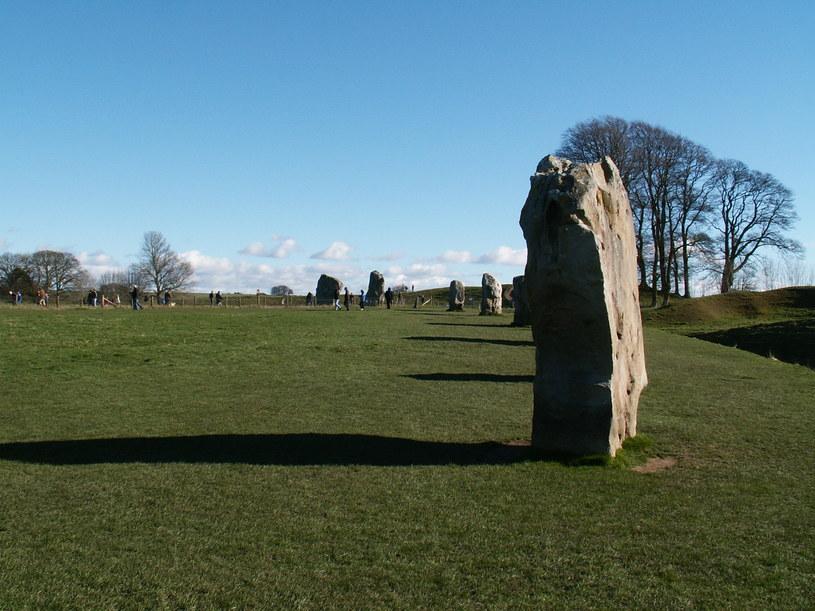 Wbrew wcześniejszym założeniom, Krąg Avebury kiedyś miał kształt kwadratu /Wikipedia