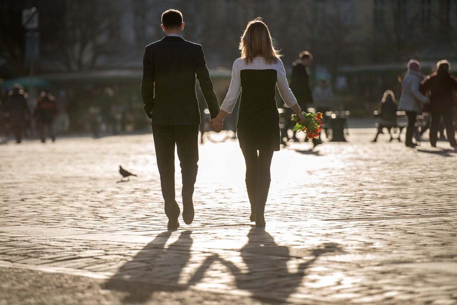 Wchodzenie na portale randkowe w poszukiwaniu znajomości można uznać za zdradą małżeńską / Maciej Kulczyński    /PAP