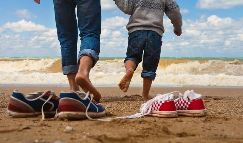 Wciąż działa bariera mentalna: ludzie śmieją się z ojców, którzy chcą opiekować się dzieckiem /123RF/PICSEL