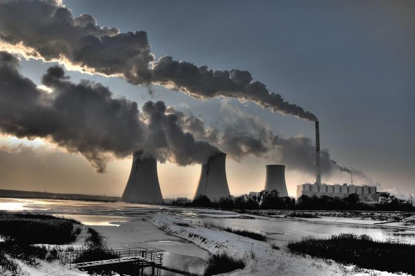 Wciąż emitujemy ogromne ilości gazów cieplarnianych /123RF/PICSEL