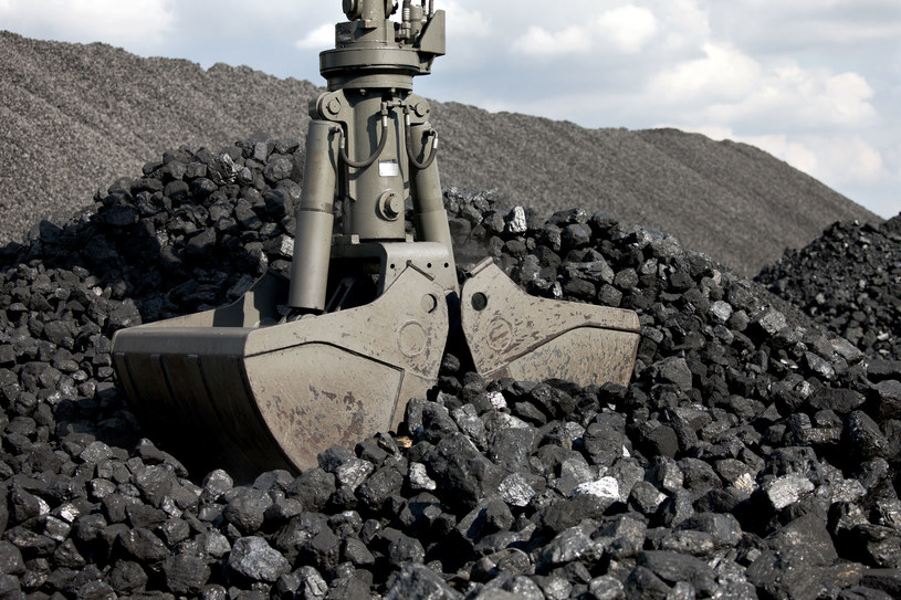 Wciąż miliony ton węgla spoczywają na przykopalnianych zwałach /123RF/PICSEL
