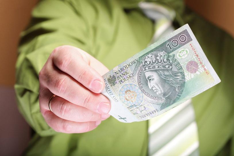 Wciąż obserwujemy wzrost wynagrodzeń Polaków /123RF/PICSEL