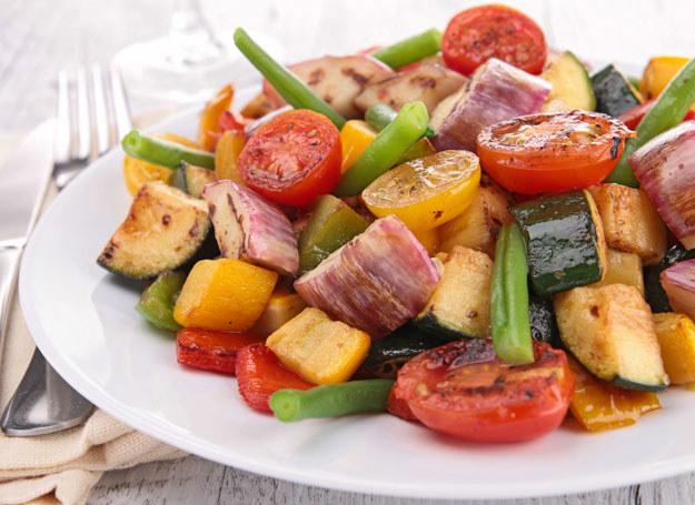 Wciąż wokół diety wegetariańskiej krąży wiele mitów i błędnych przekonań /123RF/PICSEL