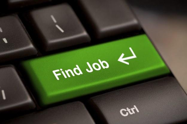 Wciąż znajomości są ważne podczas szukania pracy, ale zyskują social media /123RF/PICSEL