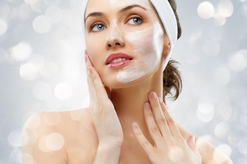 Wczesna wiosna to czas, gdy twoja skóra potrzebuje szczególnej uwagi /123RF/PICSEL