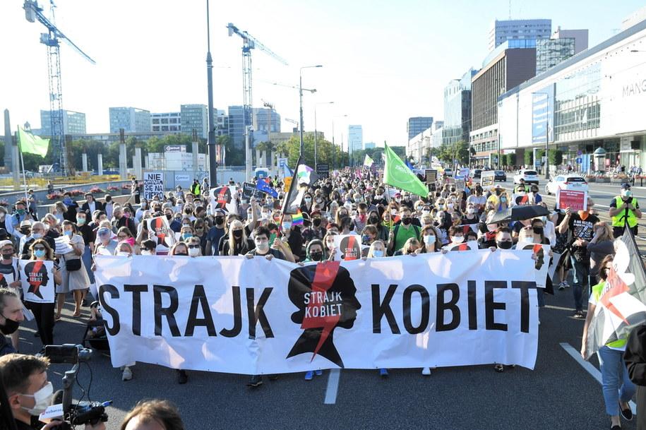 Wczorajszy protest kobiet przed siedzibą Ordo Iuris w Warszawie / Radek Pietruszka   /PAP