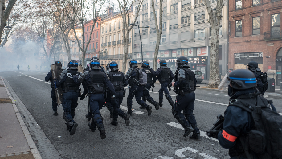 """Wczorajszy protest """"żółtych kamizelek"""" w Tuluzie /Frederic Scheiber /PAP/EPA"""