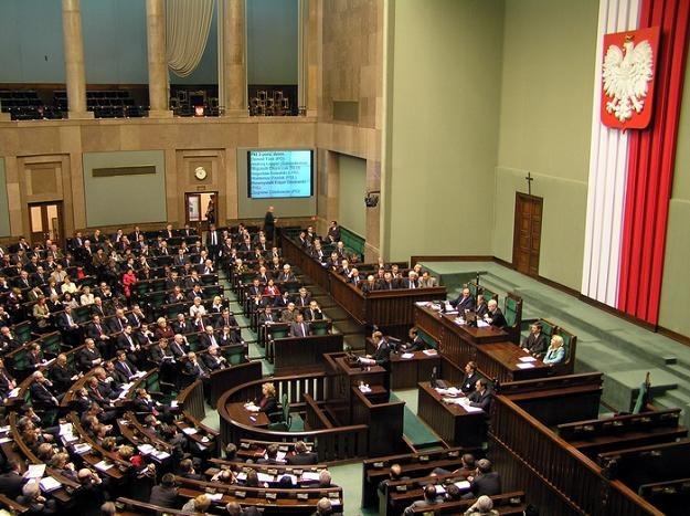 Wdrożenie nowych przepisów przyczyni się do zwiększenia liczby tworzonych przez internet spółek /AFP