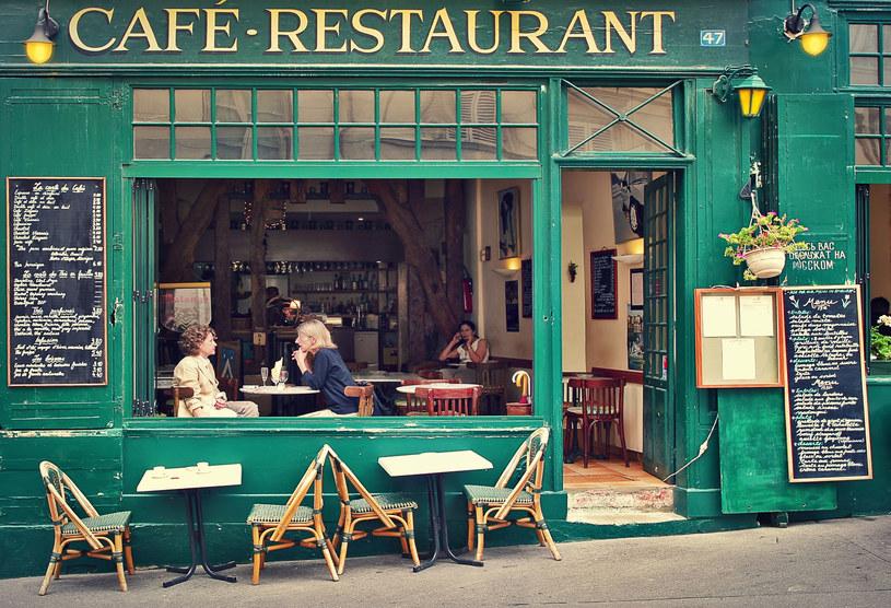 We Francji czynne są restauracje, kawiarnie, muzea, biblioteki, kina, teatry i kasyna /123RF/PICSEL