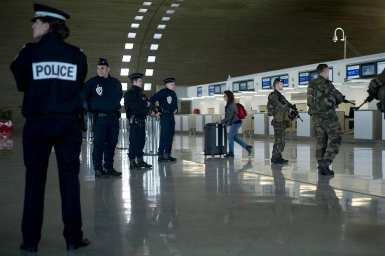 We Francji wprowadzono najwyższy stan zagrożenia terrorystycznego /AFP