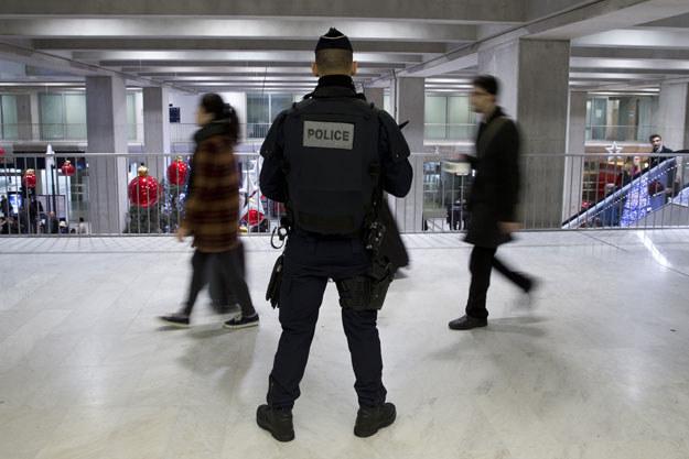 We Francji zmobilizowano tysiące funkcjonariuszy policji i żandarmerii /AFP