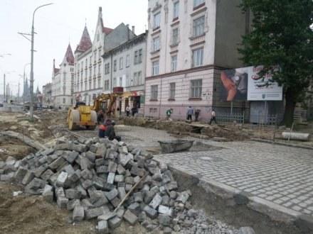 We Lwowie władze wyremontują drogi /AFP