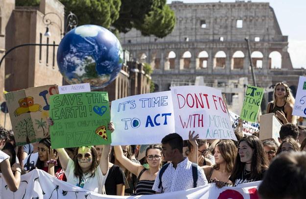 We Włoszech ponad milion uczniów wzięło udział szkolnym strajku w obronie klimatu i w manifestacjach /MASSIMO PERCOSSI /PAP/EPA