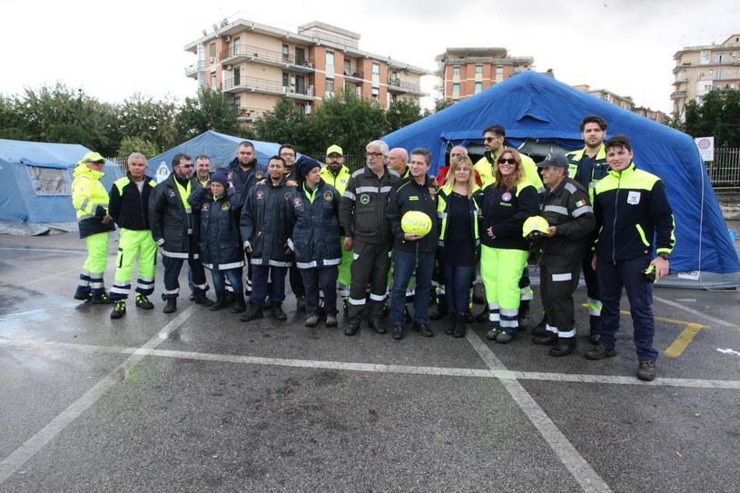 We Włoszech szaleje obecnie epidemia grypy. Na zdjęciu: 10 grudnia w ramach Narodowego Dnia Profilaktyki lekarze i ratownicy medyczni edukowali Włochów odnośnie dbania o swoje zdrowie. Nie udało się /East News