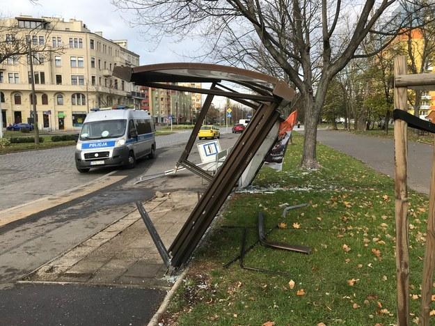 We Wrocławiu samochód wjechał w przystanek autobusowy /Mateusz Czmiel /RMF FM
