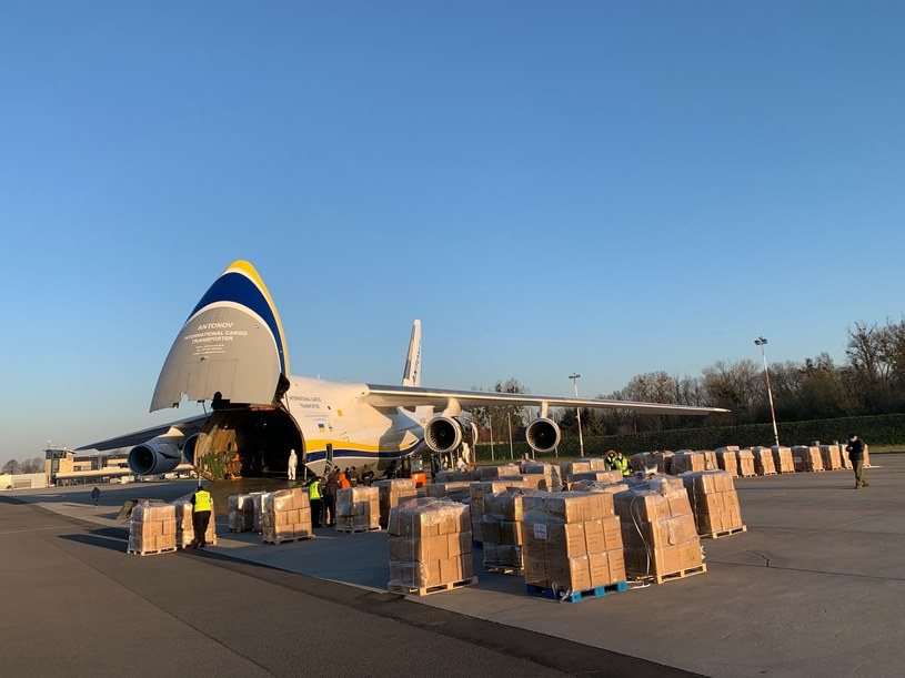 We Wrocławiu wylądował samolot ze sprzętem zakupionym przez Agencję Rozwoju Przemysłu. /materiały prasowe