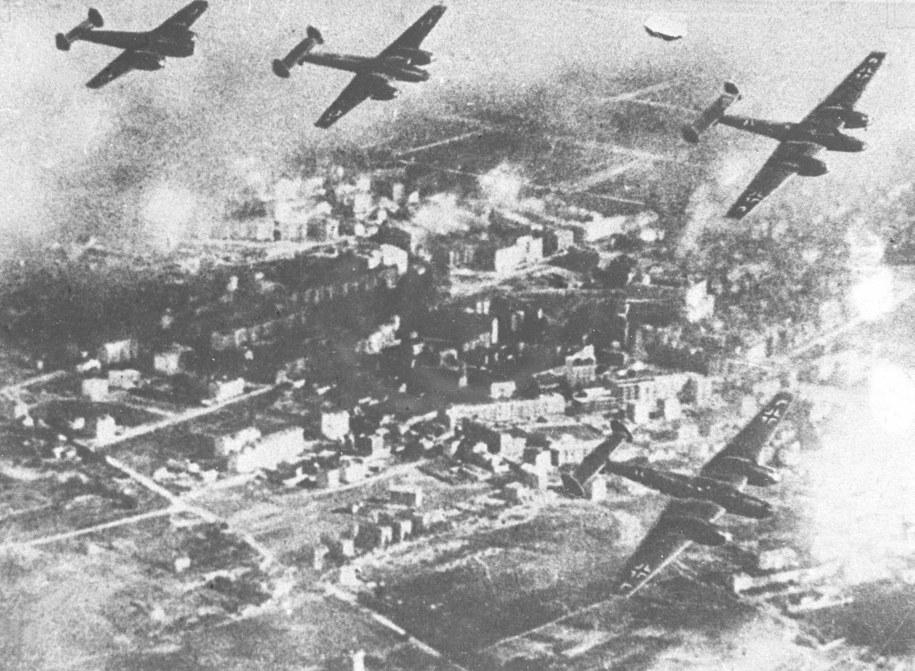 We wrześniu 1939 roku niemieckie samoloty przeprowadzały regularne naloty na polskie miasta /reprodukcja /PAP