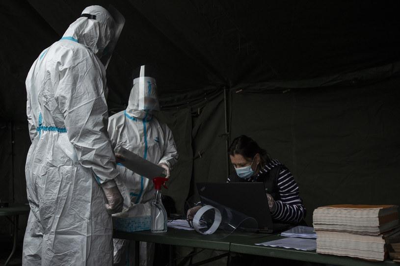 We wrześniu zanotowano więcej zgonów na COVID-19 niż w kwietniu, który dotąd był najbardziej tragicznym miesiącem pandemii w Czechach /MICHAL CIZEK/AFP/ /AFP