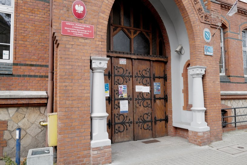 We wtorek (9 marca) tymczasowo zamknięto szkołę w Rybniku /Andrzej  Grygiel /PAP
