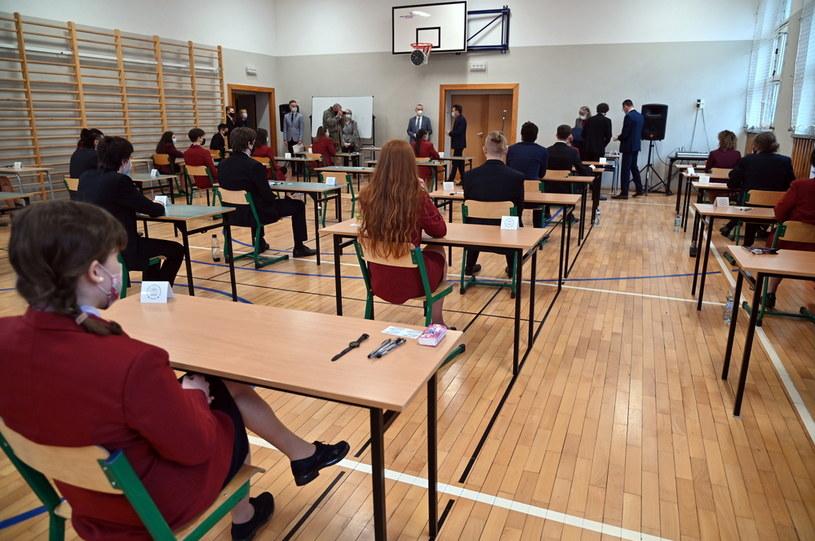 We wtorek rano egzaminem pisemnym z języka polskiego na poziomie podstawowym rozpoczęły się matury / Marcin Bielecki    /PAP