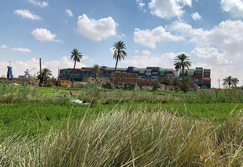 We wtorek w Kanale Sueskim na mieliźnie osiadł kontenerowiec MV Ever Given /AFP