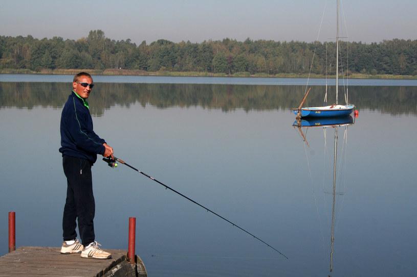 Wędkowanie nad Jeziorem Paprocańskim w Tychach /Jerzy Pawleta /Agencja FORUM
