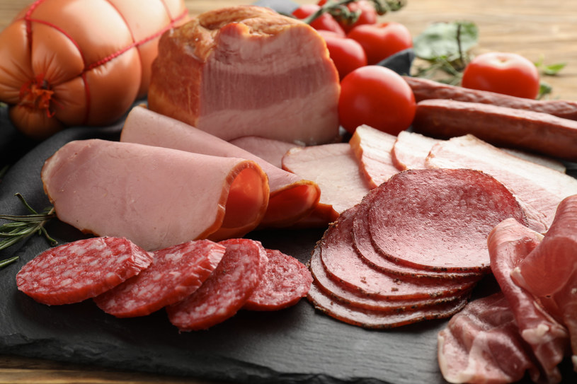 Wędlina to popularny składnik kanapek oraz dań serwowanych na ciepło /123RF/PICSEL