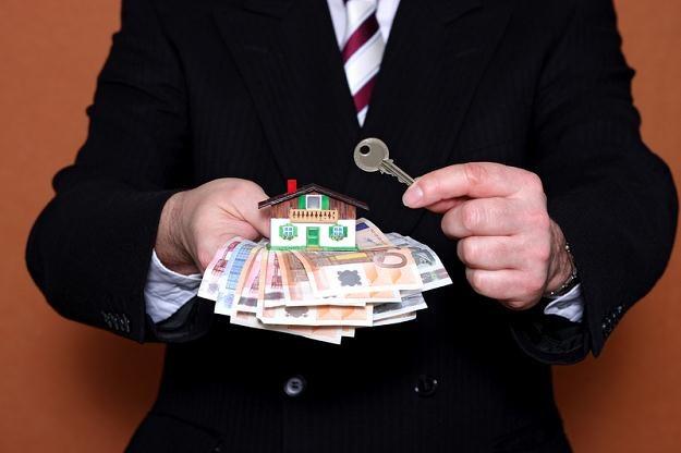 Według 52 proc. bankowców rok 2012 r. będzie dla bankowości hipotecznej gorszy niż 2011 r. /© Panthermedia